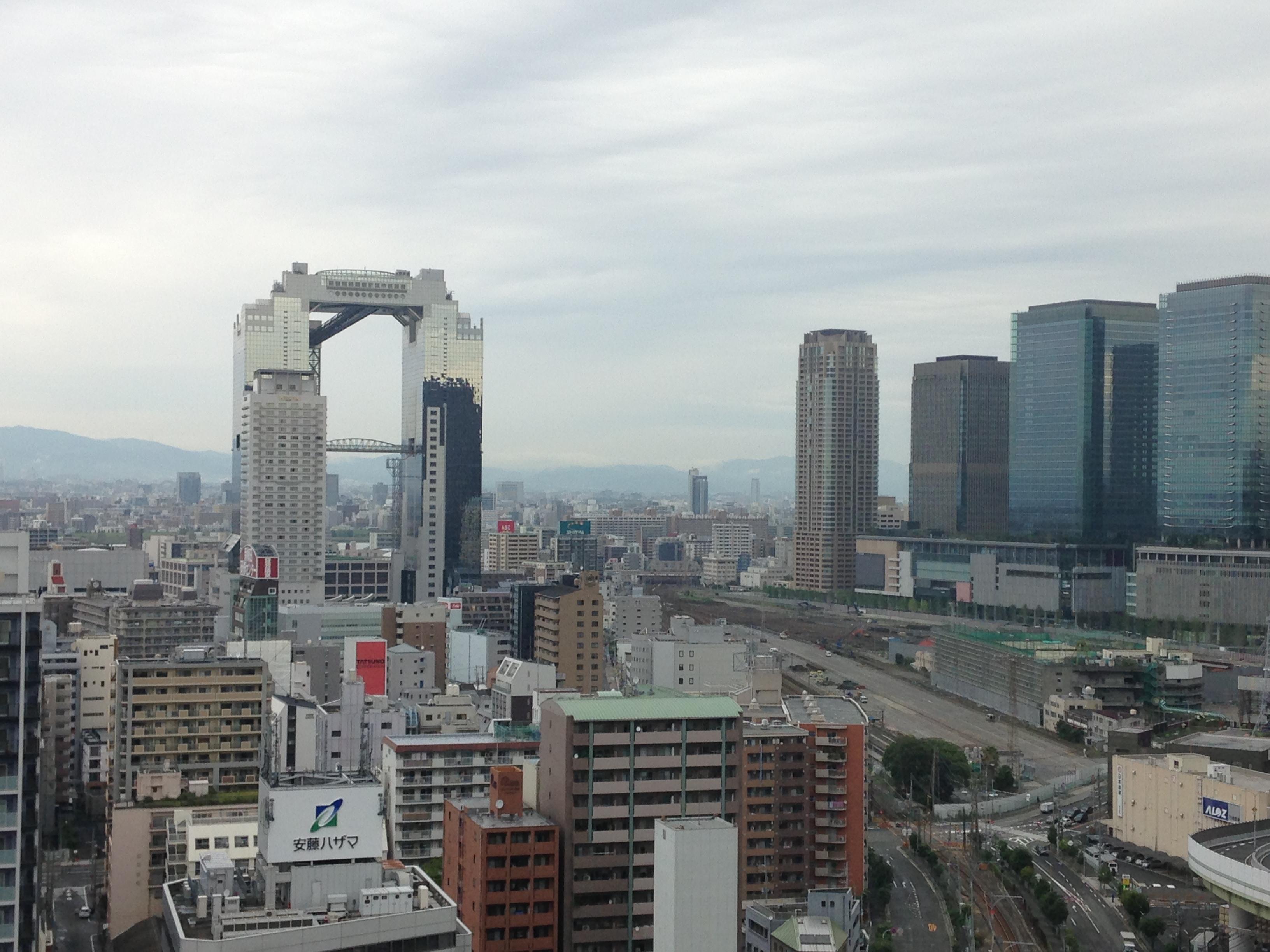 阪神ホテルから梅田スカイビルとグランフロントの眺め